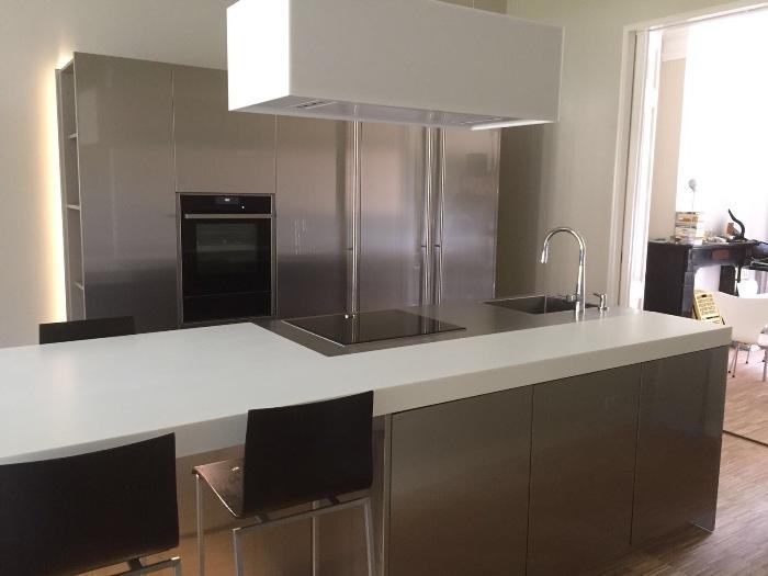 De nieuwe Snaidero keuken is klaar; de klant kan de keuken gaan gebruiken.